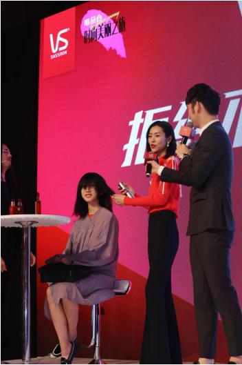 唯品会时尚美丽之旅春出发 国际超模刘雯亲授打造女神发型