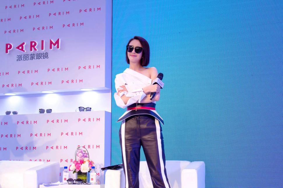 唯品会专供款眼镜首发 派丽蒙携手佟丽娅共同发布