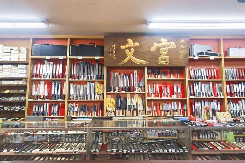札幌狸小路探店:日本菜刀 肉刀 指甲刀――92年刀具老店宫文,推荐!