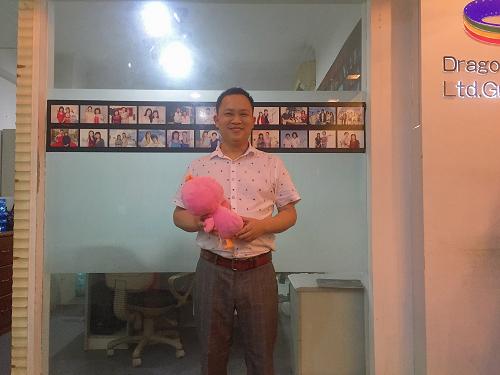 鐘志國,寫過上百位明星的創作總監竟然選擇回老家,他圖什么?