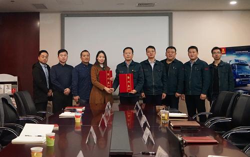 中国重汽与众卡之友签署战略合作框架协议