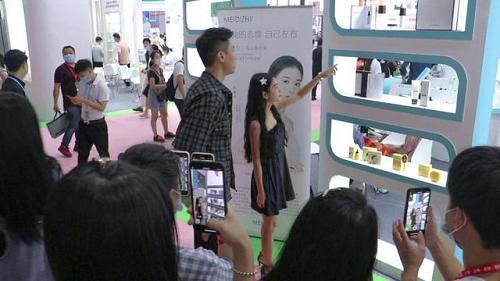 新生代创业者张曼如(小小如)做客《创新广东》讲述创业故事
