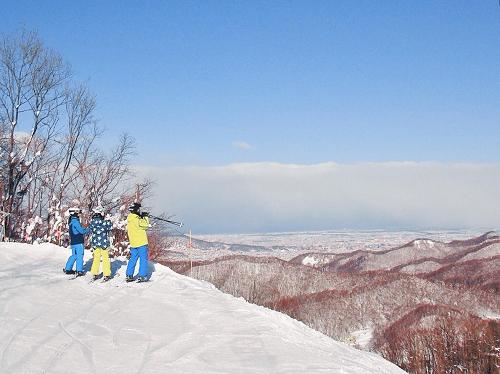 冬季札幌新玩法:札幌盘溪滑雪场夜滑——看太阳落下雪山,札幌亮起灯火!